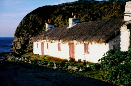 niarbylcottages.jpg